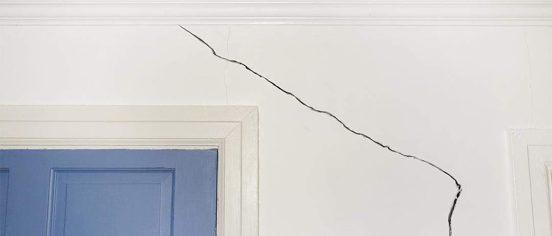 cracked plasterboard for blog